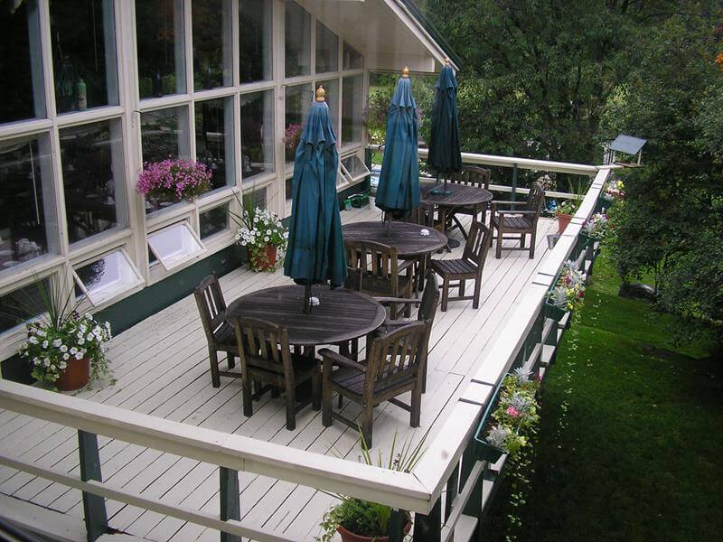 exterior deck at Mountaineer Inn